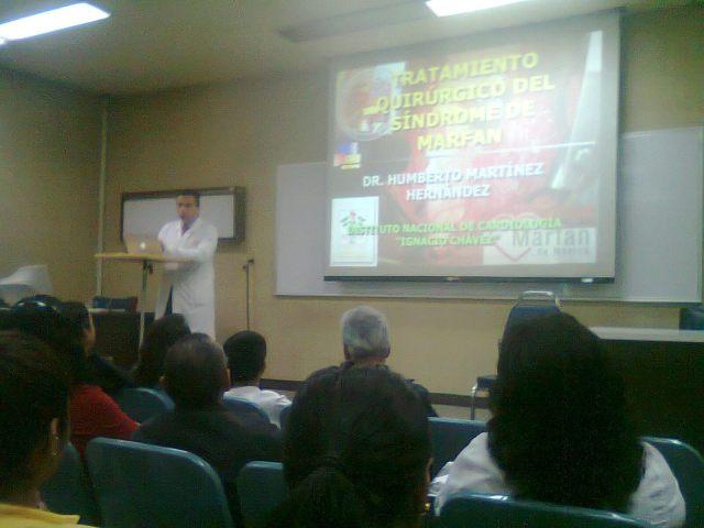 Conferencia sobre tratamiento médico y cirugía.
